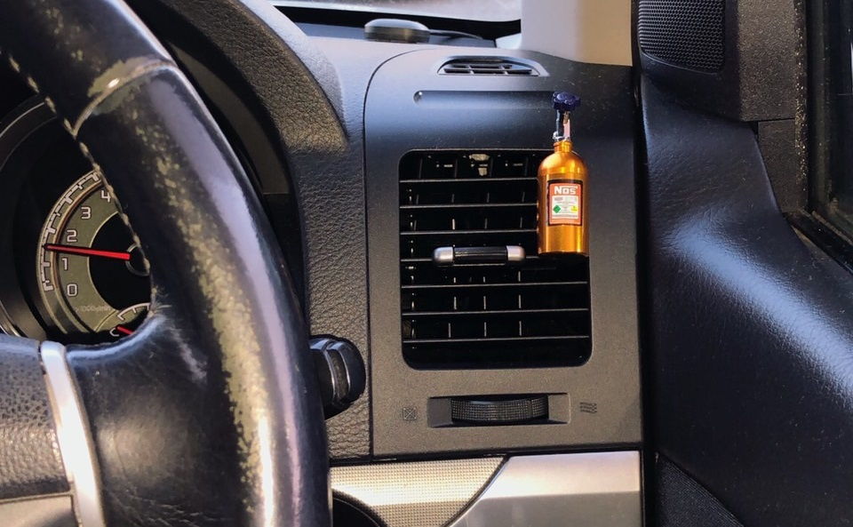 NOSボトル芳香剤車内事例2