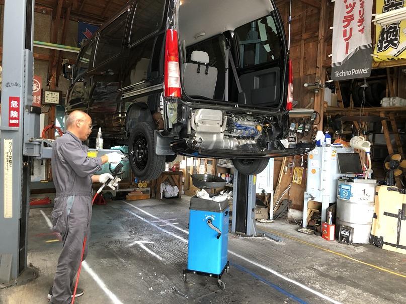タイヤ空気圧はサービスで致します
